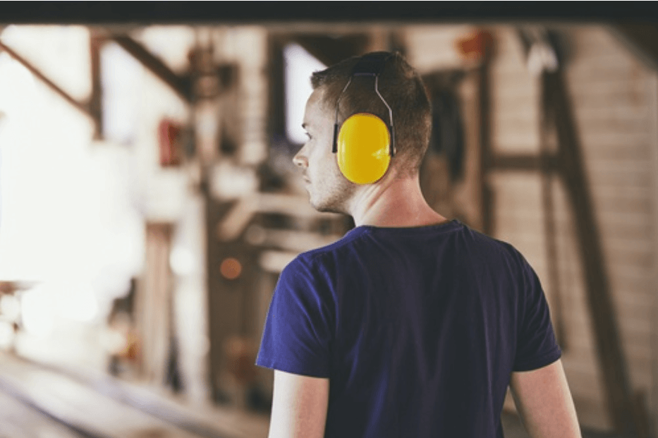 ochrona-sluchu-praca