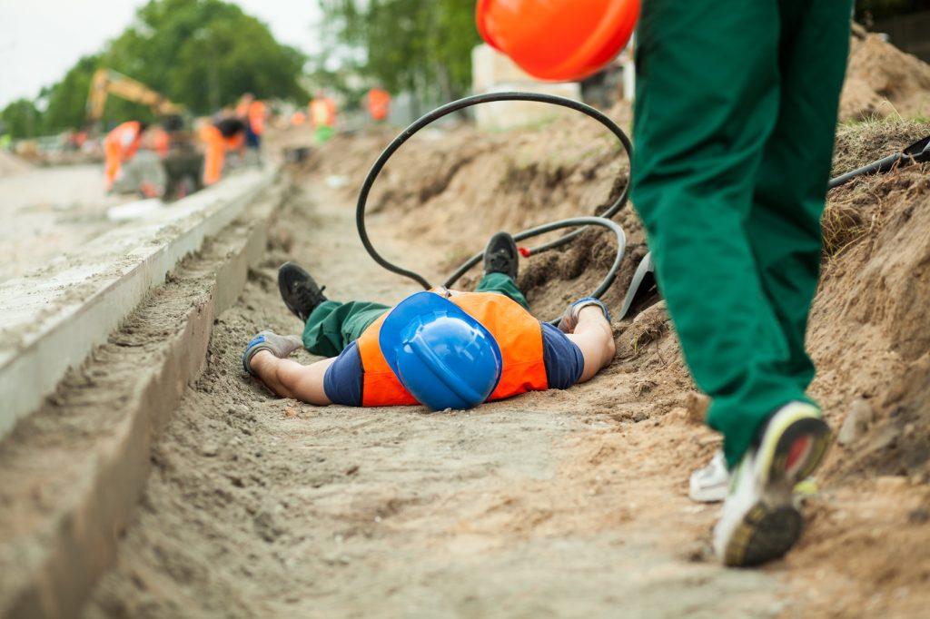 Pierwsza-pomoc-w-pracy-podczas-wypadku