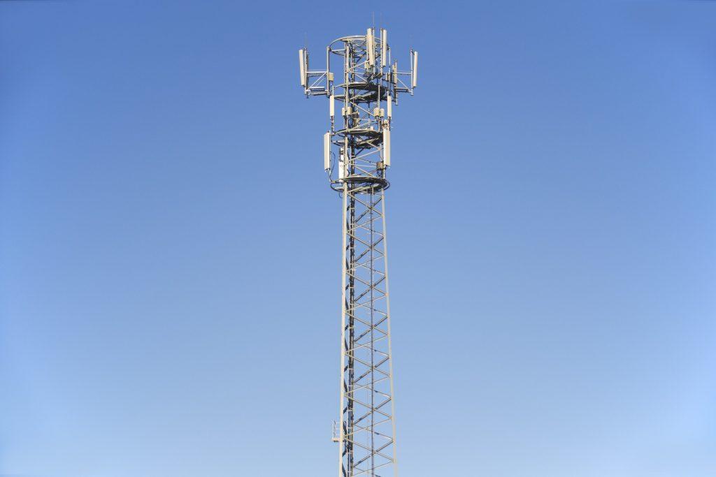 pole elektromagnetyczne wokół sieci telefonicznej