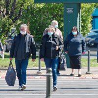 ludzie podczas pandemii