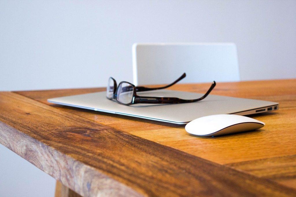 okulary-praca-przy-komputerze